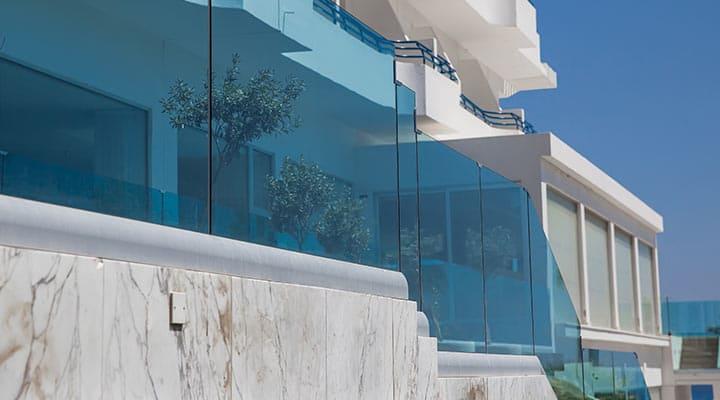 Co powiecie na temat szklanych balustrad w waszym domu?